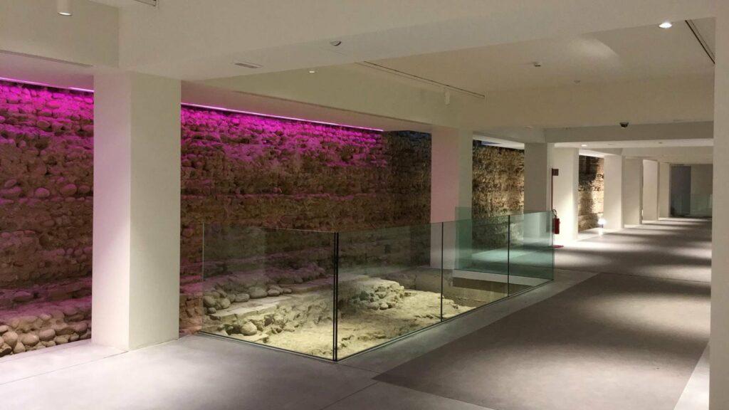 muro romano castello novara rosa