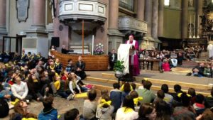 Duemila ragazzi in San Gaudenzio con il Vescovo