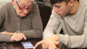 A Casalvolone gli anziani possono videochiamare i famigliari