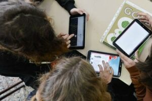 Il Comune distribuisce i tablet agli studenti bisognosi