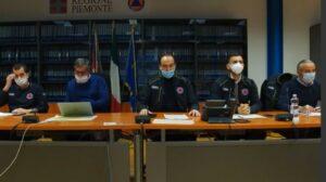 La Regione autoproduce mascherine e camici certificati