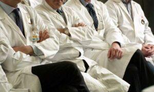 Allarme medici, c'è carenza di 325 specialisti all'anno: «Nessuna risorsa dalla Regione»