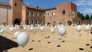 Vittime del covid: 334 pallonici lanciati dal cortile del castello